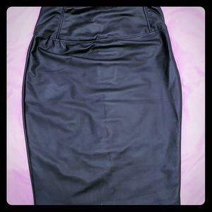 faux leather stretch pencil skirt M